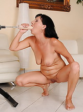 Milf fucking with a machine and got a moster dildo