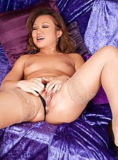Hot momma Anilos Amber spreads her sweet pussy just to show her pink clit on her bed
