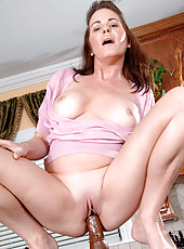 Housewife Bella Roxxx takes a break from cleaning the kitchen to fuck a hard dildo