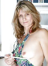 Fresh Anilos mom teases her pussy with a mixing spoon after cooking dinner