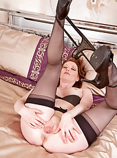 Classy cougar Holly Kiss slips off her panties and drills her milf pussy