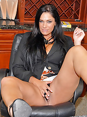 Super thick big tits babe gets nailed in her office in these hot desk fucking cum faced pics and big movie