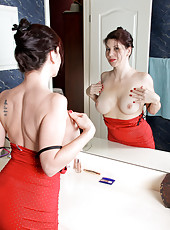 Anilos Kinsey watches in the mirror as she stuffs her hairy hole with a mascara tube