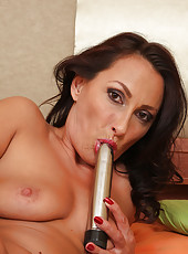 Mature brunette Sandy K stabbing her 36 year old pussy with a toy