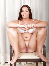 Popular MILF lara Matinez from Allover30 practices her stroke in here