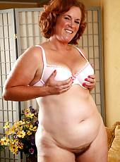 Redheaded BBW housewife strokes her all natural furry mature bush