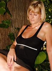 Gorgeous blonde MILF Linda S from AllOver30 posing naked outside