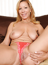 45 year old Rachel from AllOver30 pulls her mature pussy wide here
