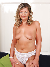 56 year old Samantha P from AllOver30 pulls her mature pussy wide