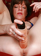 Petite MILF makes a huge toy disappear inside of her