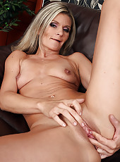 Blonde 39 year old Carley plants a finger inside of her mature pussy