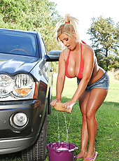 Busty Chintia Flowers washing car