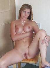 Slutty amateur wife posing naked
