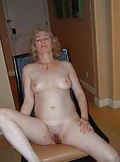 Photos of amateur sexy barenaked MILFs