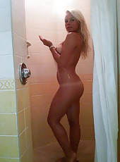 Bombshell wife posing naked