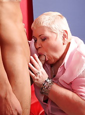 Big old babe�s pussy and asshole withstand a proper pounding