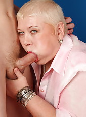 This big mature ho loves getting her anus dripping with cum