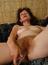 Dirty-minded old woman shoves dildo into her pussy