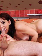 Old lady Gina Red is fucking and stuffing a dildo