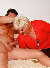 Ugly fat mom gets tiny dick into her giant cunt