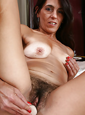 43 year old Stacey slips her vibrator into her mature and hairy hole