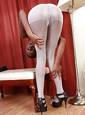 30 year old chocolate MILF Entice removes her white panyhose