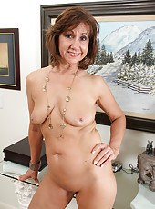 At 53 years old horny Lynn from AllOver30 has the body of a cheerleader
