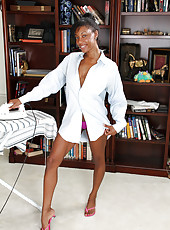 Tight bodied ebony MILF Jayden breaks from her chores to spread