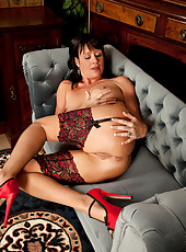 Milf babe in her red stilettos spreads her luscious ass