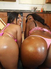 Anita and Serena shaking it