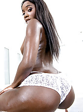 Bonnie amor bubble ass ebony babe with great bubble ass gotta watch her take a big dick watch the full video