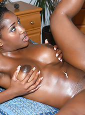 Bootylicious ebony mama loves the white cock