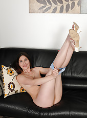 Tight little 31 year old MILF Jamie Lynn Skye opens up her legs