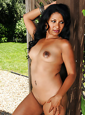 36 year old Skky from AllOver30 posing naked by a tree outdoors