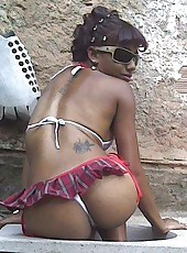 Sleazy amateur horny ebony teen in her skanky poses