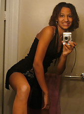 Black hottie in college takes lots of selfpics