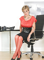 Red nylons mature