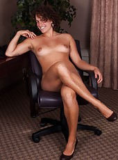 Saige is bored at work and wants to do what all good hairy girls want to do; have a sexy fun time on the job! She lays back and scratches her hairy itch in her office in this hairy porn!