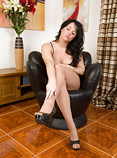 Hot 31 year old Leah H rips off her nylons while massaging her feet