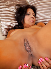 Sophia Smith loves the taste of her orgasm on her dildo