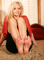 Rachel teases her foot lover fans by dangling her strappy heels from her feet, and showing off her perfect arches and toes.