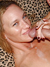 Sexy milf taking alot of meat and jucie right in the mouth