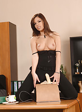 Peaches rides Sybian in her break