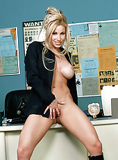 Policewoman Gina Lynn Photo Set