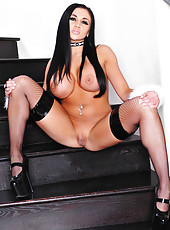 Audrey Bitoni showing her nude body