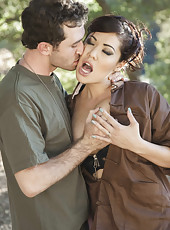 Crazy outdoor fuck with a dangerous brunette babe London Keyes