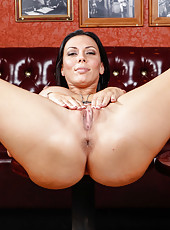 Passionate and hot pornstar Rachel Starr plays with her juicy pussy