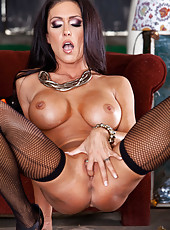 Smoking hot lady Jessica Jaymes amazes with her perfect round big tits