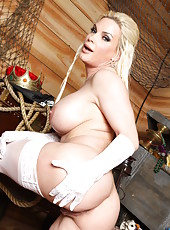 Blonde mistress with fascinating eyes and mesmerizing big tits Diamond Foxxx