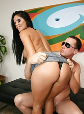 Mikayla seduces lucky man in sunglasses with her great tits